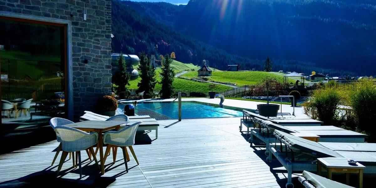 wybor-hotelu-w-gorach-z-basenem-–-na-co-zwrocic-uwage?