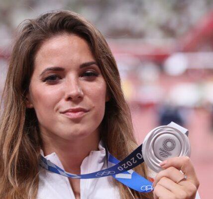maria-andrejczyk-wystawia-swoj-medal-na-licytacje.-chce-pomoc-chlopcu-z-wada-serca