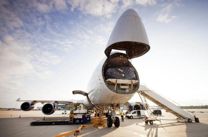 transport-z-chin:-statkiem,-pociagiem,-samolotem,-a-moze…-ciezarowka?